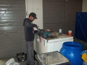 Praca w garażu